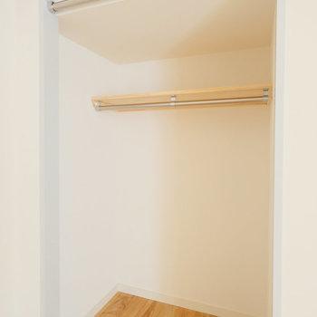 寝室の収納はオープンクローゼットです!