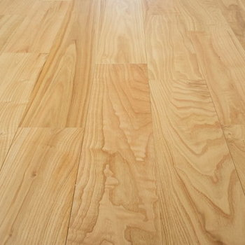 【イメージ】ヤマグリの床材は木目がすーっと伸びていてきれいなんです!