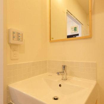 【イメージ】独立洗面台はかわいらしく清潔感のあるものを