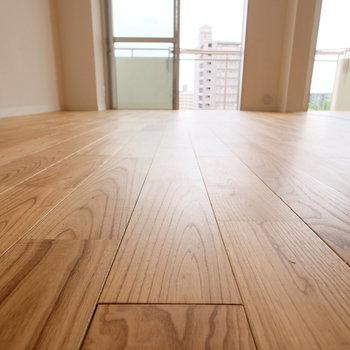 ヤマグリの無垢床は木目がとてもきれいなのです。