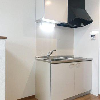 キッチンの隣に冷蔵庫を置きましょう♪(※写真は2階の反転間取り別部屋のものです)