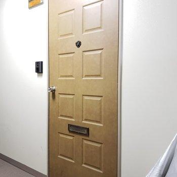 オシャレなカラーの扉