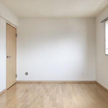 約9帖あると家具も色々置けますね。