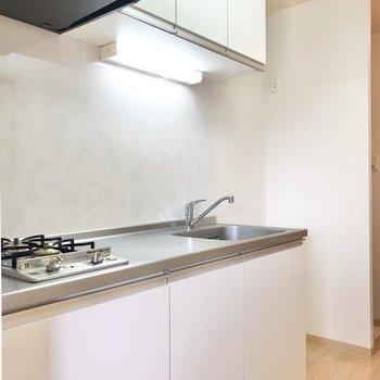 白いキッチン。爽やかで気持ちがいいです。