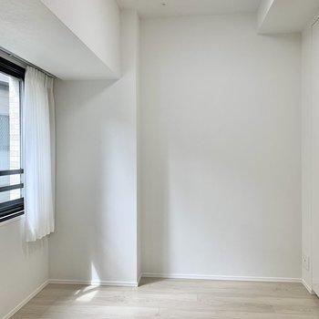 【洋室】シングルベッドが置けるくらいです。