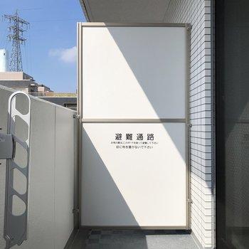 物干し竿を用意すればバルコニーで洗濯物が干せますね※写真は3階の同間取り別部屋のものです