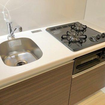 シンクは縦長コンパクトなので洗い物は溜めないようにするのがオススメ※写真は3階の同間取り別部屋のものです
