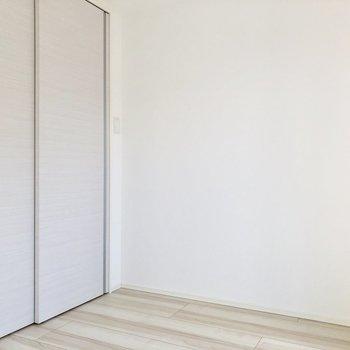 【洋室②】仕切ってもゆったり使えそうです※写真は3階の同間取り別部屋のものです
