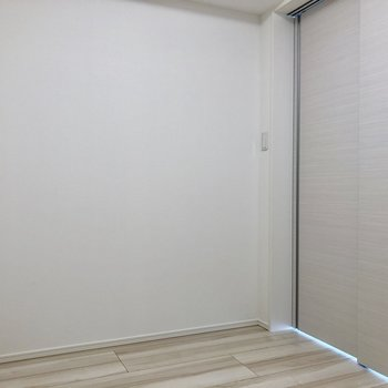 【洋室①】反対側にはテレビを置こう※写真は3階の同間取り別部屋のものです