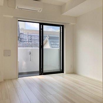 【洋室①】開けたままでもいいなあ※写真は3階の同間取り別部屋のものです