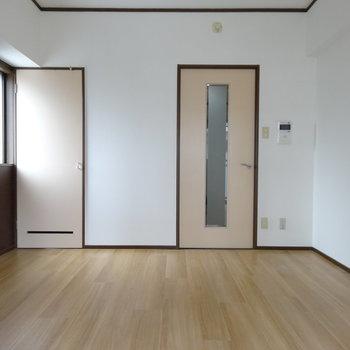 アイボリーの扉がキュート♡(※写真は6階の同間取り別部屋のものです)