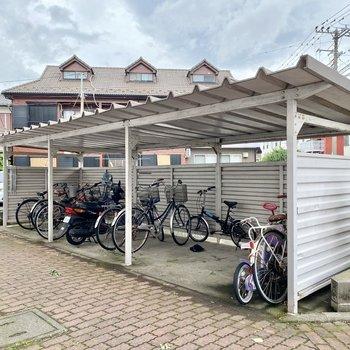 駐輪場(空き要確認)。屋根が付いているので雨の日も安心です。
