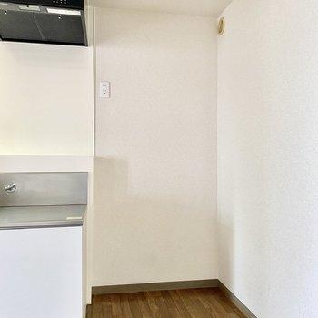 【キッチン】こちらに冷蔵庫が置けますね。