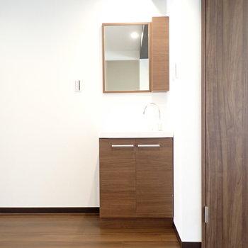 お部屋の中にある洗面台。