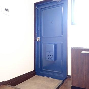 青い玄関って、なんか嬉しい。