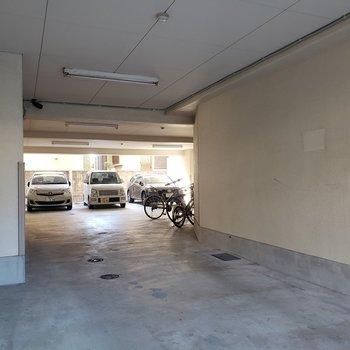 駐車場と駐輪場完備!