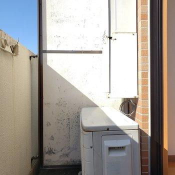 広さはないけど1人分の洗濯物なら干せるかな〜(※写真は5階反転間取り別部屋のものです)