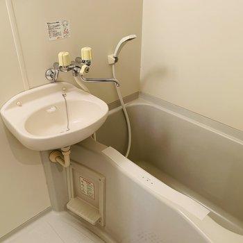 浴室は7帖の洋室側から