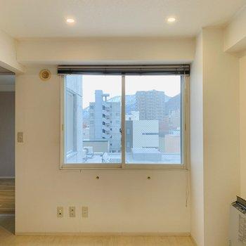 6帖のダイニング天井のダウンライトがおしゃれな雰囲気