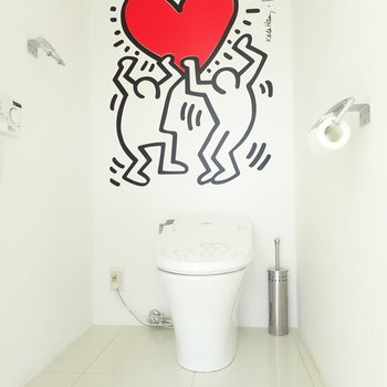トイレにはイラスト!ハピネスな気持ちになりれそう。