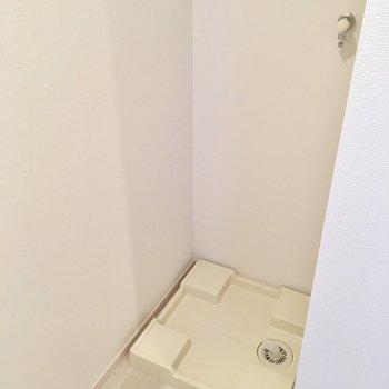 後ろには洗濯機置き場。サイズ感は要チェックです。