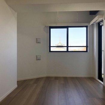 お部屋の物干し掛けも活用しちゃって下さい!※写真は4階の同間取り別部屋のものです