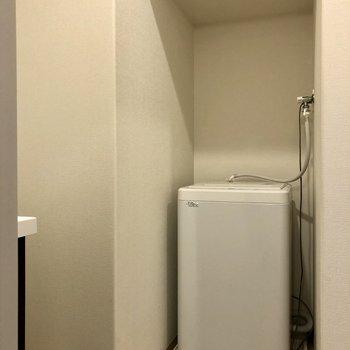 洗濯機置場もこちらに。※写真は6階の同間取り別部屋のものです