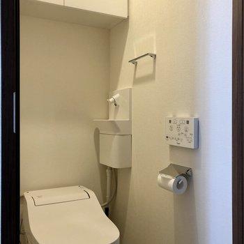 上部の棚にストックを収納可能です。※写真は6階の同間取り別部屋のものです