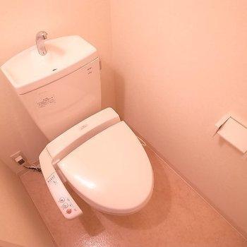 トイレは普通。(※写真と文章は14階の同間取り別部屋のものです)
