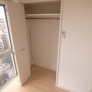 収納スペース!!・・・より横の景色!(※写真と文章は14階の同間取り別部屋のものです)