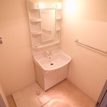 もちろん独立洗面台は外せません!(※写真と文章は14階の同間取り別部屋のものです)