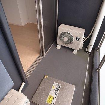 バルコニーは狭め。浴室乾燥機の活用を。(※写真と文章は14階の同間取り別部屋のものです)