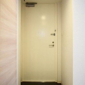 白くて清潔感のあるドアがいいですね。