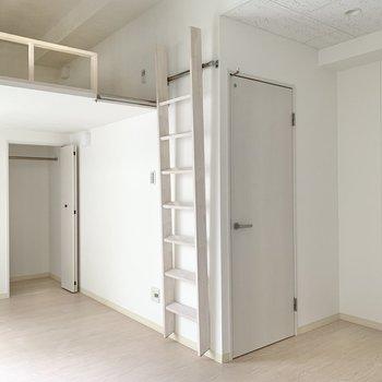 この空間の可愛らしさ。白T×白デニムをまとっている感覚。