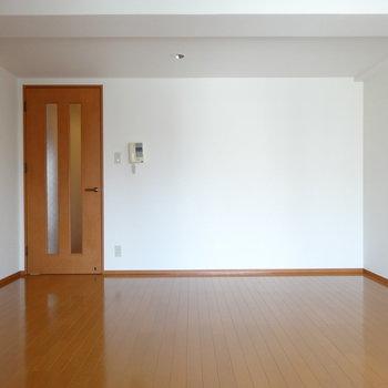 ダイニングテーブルもソファーも置けそう♪(※写真は7階の同間取り別部屋のものです)