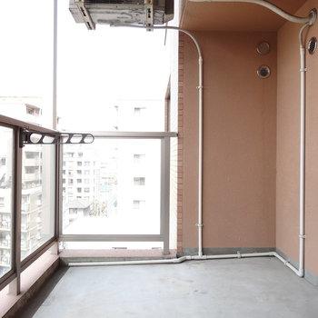 バルコニー広々!壁が透明だから開放感ある!(※写真は7階の同間取り別部屋のものです)
