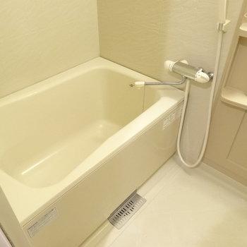 お風呂も1人で入るには十分◎(※写真は7階の同間取り別部屋のものです)