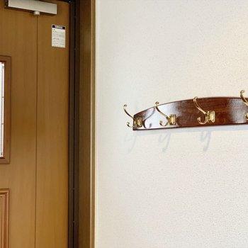 玄関前にに素敵なフックがありました。