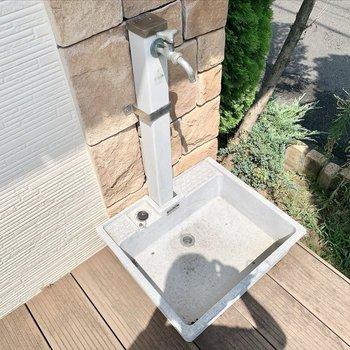 水栓もあるのでガーデニングもできますね。