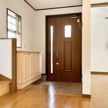 明るく開放感のある玄関。