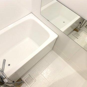 【イメージ】お風呂は塗装してつるっとなめらかに。