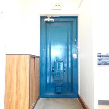 青い玄関!