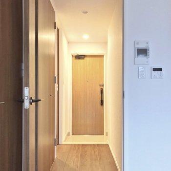 脱衣所は廊下側にあります。(※写真は2階の同間取り別部屋のものです)