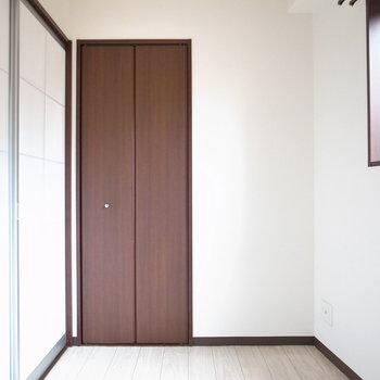 【洋室】スライドドアは障子風な素材とデザイン!なんだかほっこり。