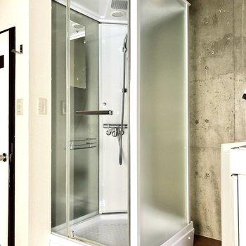 そして、ボックス型のシャワールーム。海外チックだ。