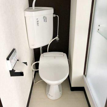 トイレもブラックでかっこよく。