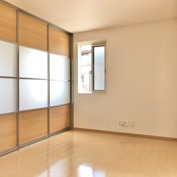【LDK】洋室とは仕切ることも可能です。