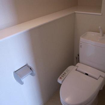 シャワートイレもうれしい(※写真は9階の反転間取り別部屋のものです)