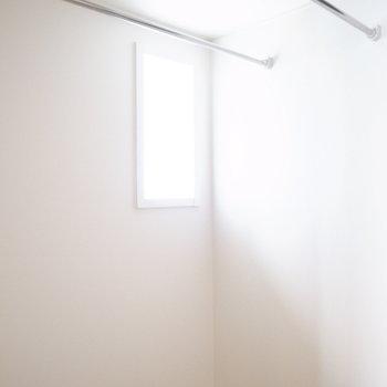 浴室乾燥機に、小窓も!