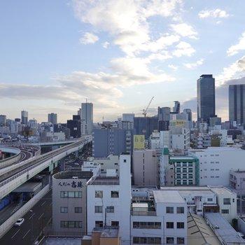 外を観ると、名古屋の街が一望できます!晴れた景色や夜景を見ながら外で一杯、してみませんか?